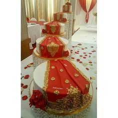 Saree cake #redrosecakes #birmingham #instacake #likes #cake #wedding #weddingcake #gold #celebrate #congratulations #weddingcakes #weddingceremony #bengaliwedding #pakistaniwedding #asainwedding #indianwedding #whitewedding #whiteweddingcake #sareecake #redsaree #sareecakes #sareecake made for lovely rashida #evedeso #eventdesignsource - posted by Red Rose Cakes https://www.instagram.com/redrosecakes. See more Wedding Cake Designs at http://Evedeso.com