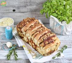 pull apart bread for bbq Mozzarella, Pull Apart Bread, Quiche, Banana Bread, Bbq, Pasta, Snacks, Cooking, Desserts