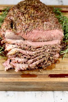 Herb Crusted Roast Beef is a flavorful and delicious meal for any night of the week. Made with a chuck roast, rump roast or sirloin roast and a simple blend of herbs and seasonings. Cook this easy recipe on the grill or in the oven. Chuck Roast Recipe Oven, Rump Roast Recipes, Oven Roast Beef, Leftover Roast Beef, Sliced Roast Beef, Grilled Roast, Sirloin Roast, Roast Beef Sandwiches, Beef Chuck Roast