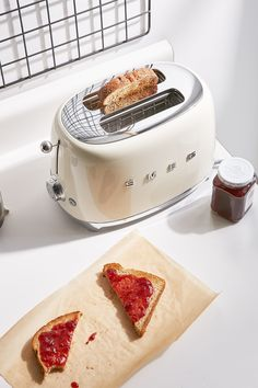 Metro Home Centre: Upgrade Your Kitchen With Superior Smeg Appliances - SA Decor & Design Smeg Kitchen, Kitchen Decor, Kitchen Styling, Kitchen Utensils, Terrazzo, White Toaster, Bread Toaster, Small Appliances, Kitchen Organization