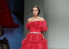Laura Mancini تتألق بتصاميم الفساتين المسائية في أسبوع الموضة العربي