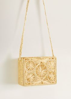 Discover the latest trends in Mango fashion, footwear and accessories. Mango Outlet, Lace Bag, Mango France, Macrame Bag, New Bag, Handmade Design, Crochet Motif, Beautiful Bags, Mini Bag