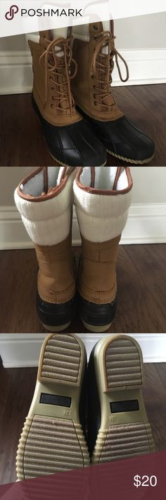 Snow boots, like new, size 10/9 Sociology snow boots. Gently worn about 5 times for a few minutes each time. Lined on inside. Only selling because I don't really need them in Louisiana. Size 10– I'm usually a size 9 but went up for thick socks. Shoes Winter & Rain Boots