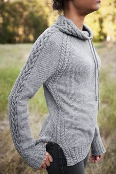 Harley Pullover Wow, love this look! This cabled, drawstring pullover is called Harley and is part of the Knit Picks Twist & Tweeds 2015 Fall Collection. Sweater Knitting Patterns, Knit Patterns, Knit Sweaters, Snood Pattern, Stitch Patterns, Sweater Weather, How To Purl Knit, Knit Picks, Knitting Projects