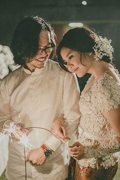 Broken White Themed Engagement at Tjendana Bistro Hairdo Wedding, Wedding Poses, Wedding Attire, Wedding Ideas, Javanese Wedding, Indonesian Wedding, Kebaya Lace, Kebaya Dress, Modern Kebaya