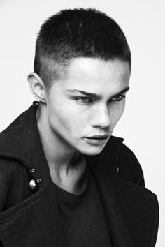 35 Androgynous Gay and Lesbian Haircuts with Modern Edge - Frisuren Butch Haircuts, Pretty People, Beautiful People, Beautiful Pictures, Character Inspiration, Hair Inspiration, Short Hair Cuts, Short Hair Styles, Super Short Hair