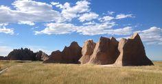 El parque nacional de Badlands  es , como su nombre  indica,  un lugar de apariencia un tanto siniestra , sin embargo sus arenosas colina...