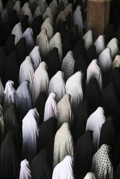 Iranian women perform their Friday prayer, Isfahan. Vahid Salemi, 2011