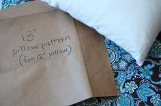 Easy pillow cover tutorial. www.lemontreecreations.blogspot.com