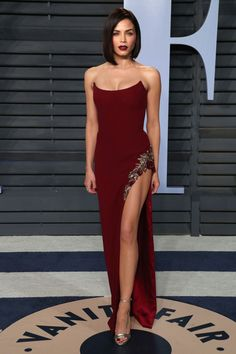 Sofia Vergara is a showstopper at Vanity Fair Oscar party Spectacular: Jenna Dewan Tatum showed one of her sculpted legs in a … Elegant Dresses For Women, Nice Dresses, Oscar Dresses, Prom Dresses, Club Dresses, Wedding Dresses, Fashion Show Party, Red Carpet Gowns, Strapless Gown
