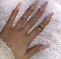On average, the finger nails grow from 3 to millimeters per month. If it is difficult to change their growth rate, however, it is possible to cheat on their appearance and length through false nails. Pink Nail Designs, Acrylic Nail Designs, Acrylic Nails, Acrylics, Nude Nails, Gel Nails, Finger, Perfect Nails, Simple Nails