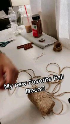 Diy Home Crafts, Fall Crafts, Decor Crafts, Holiday Crafts, Pumpkin Crafts, Paper Pumpkin, Diy Wall Decor, Diy Halloween Decorations, Thanksgiving Decorations