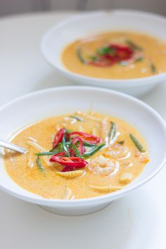 thaisuppe-3 Thai Red Curry, Spicy, Soup, Karry, Ethnic Recipes, Inspiration, Biblical Inspiration, Soups, Inspirational