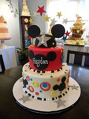 Mickey Mouse Cake! OMG!! I want this for my birthday!!