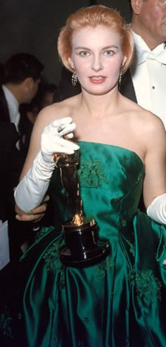 """1957 JOANNE WOODWARD winning her Oscar for her performance in """"The Three Faces of Eve"""""""