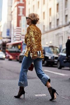 London Fashion Week has begun, and we're bringing you the best street style outfits. See the looks all in one place, here. Cool Street Fashion, Street Chic, Look Fashion, Korean Fashion, Autumn Fashion, Fashion Outfits, Fashion Trends, Jeans Fashion, Fashion Ideas