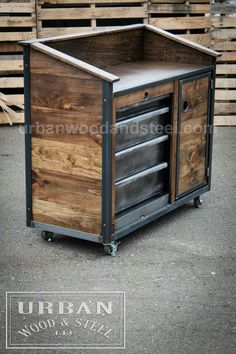 Wood door handle counter tops Ideas for 2019 Steel Furniture, Pallet Furniture, Furniture Projects, Rustic Furniture, Furniture Buyers, Furniture Stores, Art Projects, Wood Steel, Wood And Metal