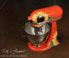 KitchenAid stand mixers are already pretty perfect. They last for decades, are easy to use, and now you can get yours hand-painted. Red Kitchen Aid, Kitchen Aid Mixer, Kitchen Stuff, Kitchen Ideas, Kitchen Things, Kenwood Mixer, Kitchen Stand Mixers, Copper Spray Paint, Sunflower Kitchen Decor