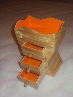Porta jóias feito com palitos de picolé e cartolina 100% artesanal R$20,00