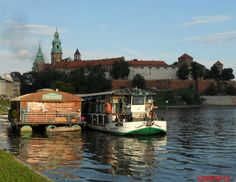 ESTAURANTE POD WAWELEM CRACOVIA Cracovia es poseedora de una belleza extraordinaria y de innumerables museos. https://greenplanetdepi.wordpress.com/el-rincon-de-pi/restaurante-roser/restaurante-pod-wawelem-cracovia/