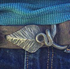 Forged leaf belt buckle