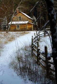 Cabin or cottage in the woods Ideas De Cabina, Beautiful Homes, Beautiful Places, Amazing Places, Cabin In The Woods, Log Cabin Homes, Log Cabins, Little Cabin, Cozy Cabin