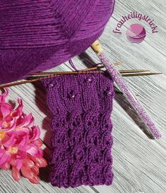 Trendige Armstulpen stricken mit dem Sockenwunder – Anleitung knitting arm warmers Trendy arm warmers knit with the sock wonder – instructions Knitting Charts, Baby Knitting Patterns, Free Knitting, Crochet Patterns, Knitting Projects, Crochet Projects, Sock Yarn, Knitting For Beginners, Knitted Bags