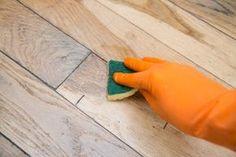 floor Cleaner Pictures - How to Remove Floor Wax Buildup. Hardwood Floor Wax, Wood Floor Finishes, Diy Wood Floors, Hardwood Floor Colors, Cleaning Wood Floors, Wood Laminate Flooring, Engineered Hardwood Flooring, Remover Cera, Diy Wood Floor Cleaner