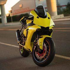 Love these mean looks 😍😉 . Ktm Dirt Bikes, Kawasaki Motorcycles, Yamaha Motorcycles, Yamaha R1, Tron Bike, Bike Bmw, Moto Bike, Gp Moto, Bike Photoshoot
