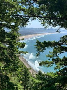 Beautiful Places To Travel, Amazing Places, Beautiful Beaches, Oregon Usa, Oregon Coast, Tropical Heat, Oregon Beaches, Adventure Aesthetic, Cambodia Travel