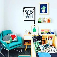 Quarto lindooo  Lá do @blogoverthinking !  Cada inspiração DIVA para nossa casa!  Lençol BOLAS PRETAS, a Mooui tem! R$89,70 berço ou R$129,70 solteiro. ✨www.mooui.com.br✨