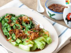 Easy recipe for blanched Chinese greens with oyster sauce, fried shallots and shallot oil.