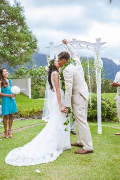 Hawaii Weddings TKI Photography Ko'olau Ballrooms