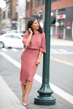 Summer outfit inspiration today is this deep blush color dress Classy Work Outfits, Classy Dress, Chic Outfits, Trendy Outfits, Work Fashion, Modest Fashion, Fashion Dresses, African Print Dresses, African Dress