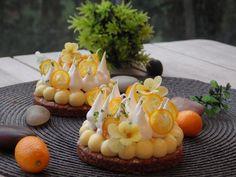 Tartelette sablé breton-crémeux citron-croustillant praliné fleur de sel-kumquat confit et meringue italienne.