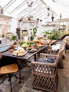 L'Avent dans l'orangerie Advent in the orangery - PLANETE DECO has homes world Outdoor Rooms, Outdoor Dining, Outdoor Gardens, Piscina Interior, Boho Home, Pergola Swing, Gazebo, Glass House, Winter Garden