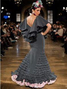 Diseño de Inma Linares en We love flamenco 2016. Aníbal González Spanish Dress, Spanish Style, Fashion Photo, Fashion Models, Flamenco Costume, Flamingo Dress, Mermaid Gown, African Fashion Dresses, Couture Dresses