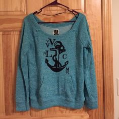 ⭐️SALE⭐️Size small Volcom long sleeve Size small Volcom long sleeve shirt. Excellent used condition, well taken care of.⭐️Items not sold by 6/30/2016 will be donated as I no longer have space to store them⭐️ Volcom Tops Tees - Long Sleeve