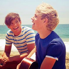 I love you all :3 <3 I love how truly happy these two look in this picture, and Niall's just like I'M SINGING LIKE A MOFO! And Louis' like... Yeah... Whateves. Lolz. :) Louis Tomlinson and Niall Horan - One Direction <3