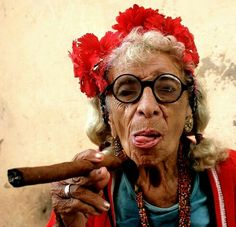 Granny Puretta, Havana Cuba We Are The World, People Of The World, Cuban Women, Gypsy Warrior, Mode Boho, Vintage Italy, Portraits, Women Smoking, Weird World