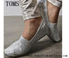 Toms now are in a huge discount and many new style for you to choose , so please don't think any more and just click the picture to the Toms shoes web and find the best one for yourself.