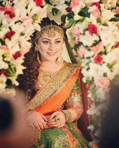 Pakistani Mehndi Dress, Pakistani Bridal Couture, Bridal Mehndi Dresses, Pakistani Wedding Outfits, Pakistani Dresses, Pakistani Makeup, Mehendi, Mehndi Brides, Bridal Poses