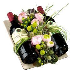 yurt dışı çiçek siparişi Wine Bottle Gift, Wine Gifts, Birthday Decorations, Flower Decorations, Art Floral Noel, Candy Bouquet, Liquor Bouquet, Deco Floral, Flower Boxes