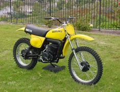 Suzuki Motocross, Suzuki Bikes, Suzuki Motorcycle, Motocross Bikes, Vintage Motocross, Dirt Bike Girl, Japanese Motorcycle, Dirtbikes, Vintage Japanese