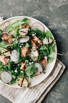 Grilled salmon salad w/capers and feta