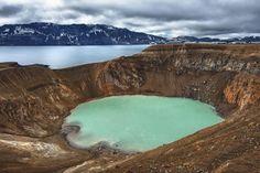 四国と北海道を合わせたくらいの面積がある、アイスランド。国土の11%が氷河であり、またその「アイスランド」という名前からも寒そうな国だとイメージしがちですが、実際はメキシコ湾流の影響もあって温暖な日も多いのです。今回は、火山大国とも呼ばれるアイスランドで見られる、とっておきの絶景を7選紹介します。 |アイスランド, ヨーロッパ, 絶景, 自然|アイディア・マガジン「wondertrip」