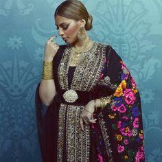 Fashion Arabic Style Illustration Description Caftan – Read More – Arab Fashion, Mod Fashion, Sporty Fashion, Moroccan Caftan, Moroccan Style, Modesty Fashion, Fashion Dresses, Orientation Outfit, Middle Eastern Fashion
