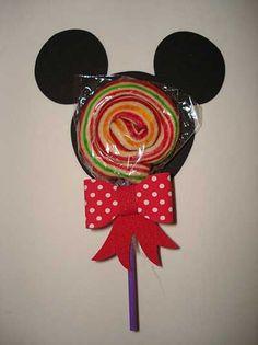 79 Lembrancinhas do Mickey: Inspire-se para Fazer a Sua Festa - Lembrancinhas do Mickey com pirulito Foto de Festas Site - Minnie Mouse Theme Party, Fiesta Mickey Mouse, Theme Mickey, Mickey Mouse Parties, Baby Mickey, Mickey Party, Mickey Mouse And Friends, Mickey Mouse Clubhouse, Happy Birthday B