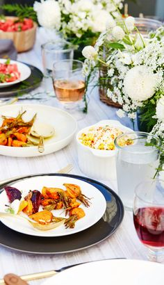 Sunset dinner tablescape with grilled tuna, roasted carrots, sweet corn, and rosé. #ad