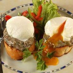 Egy finom Bevert tojás gombás pirítóson ebédre vagy vacsorára? Bevert tojás gombás pirítóson Receptek a Mindmegette.hu Recept gyűjteményében! Eggs, Breakfast, Food, Morning Coffee, Eten, Egg, Meals, Morning Breakfast, Egg As Food